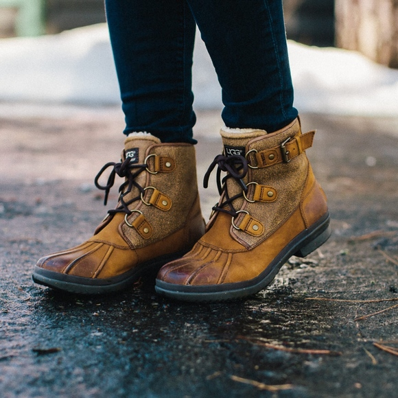 d37773fd869 UGG Women's size 9 Cecile Duck Boot Shoes
